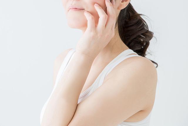 汗をかいたあと顔や肌がチクチクする原因は?
