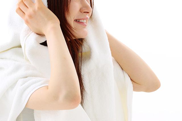 よくある質問 髪の毛もシャンプーを使わず、湯シャンの方が良いでしょうか?