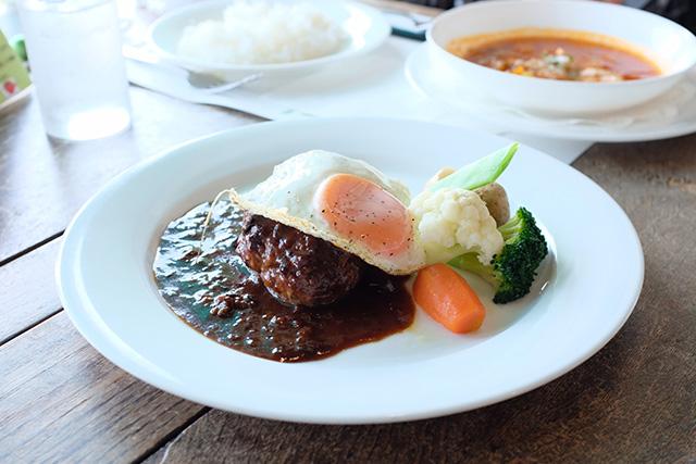 肉類、魚類、卵、牛乳、ヨーグルトなど必須アミノ酸を多く含む食べ物
