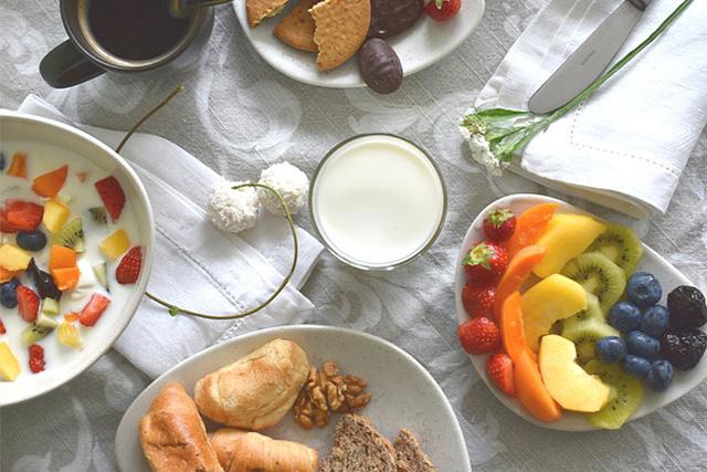 フルーツのいっぱいの朝食
