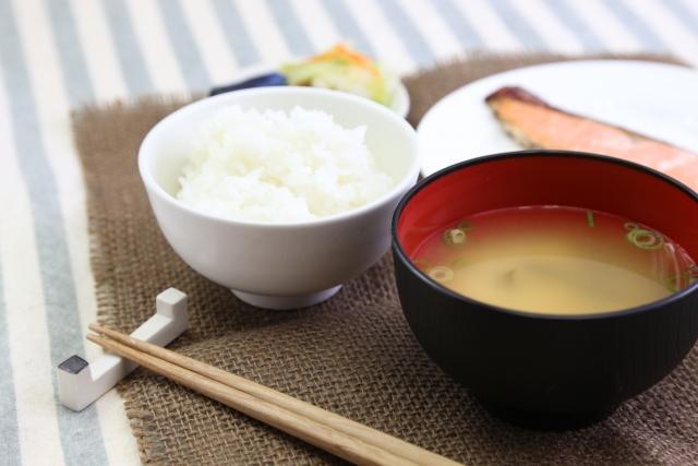 味噌汁と和定食